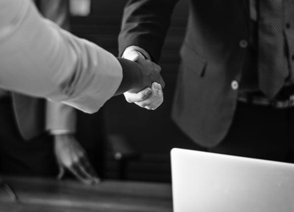 handshake-black-and-white-businesspeople